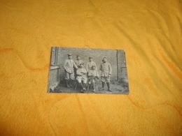 CARTE POSTALE PHOTO ANCIENNE NON CIRCULEE DATE ?.../ MILITAIRES A IDENTIFIER MEDAILLES... - Personajes