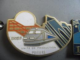 GRAND PIN'S TGV SNCF Unité De Productions De Poitiers (86) Futuroscope @ 38 Mm X 24 Mm - TGV