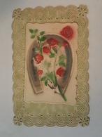 Jolie Carte Ajourée Et Gaufrée - Fer à Cheval, Roses, Fleurs - Petit Système S'ouvrant Devant Bonne Fête - Fleurs