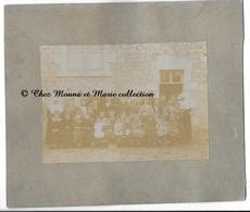 VERNOIL - ECOLE DES SOEURS CLASSE DE FILLES - MAINE ET LOIRE - PHOTO 17 X 12 CM SUR 24 X 21 CM PAR PRAYS SAUMUR - Anonymous Persons