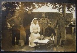 Soldats Et Infirmière, Hôpital De Campagne Pendant La Première Guerre Mondiale? Carte Photo à Dater - Personnages