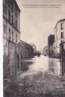 PARIS    LE XV E ARRONDISSEMENT INONDE.      UN DEMANAGEMENT DANS L EAU. RUE DES CEVENNES - Paris Flood, 1910