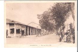 INDOCHINE CAMBODGE   SOAIRIENG  Une Rue De La Ville - Postcards