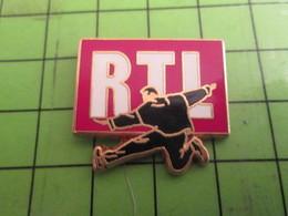 2417 Pin's Pins /  Rare & De Belle Qualité : THEME MEDIAS / RADIO RTL - Medios De Comunicación