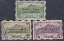 """Réunion N° 190 + 198 + 202 X  Partie De Série : Timbres Surchargés """"France Libre"""", Les 4 Vals Trace De Char Sinon TB - Neufs"""