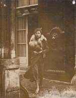 PHOTO ORIGINALE (13X 16) La Mort Du Roi D Angleterre La Comtesse De CHAMBRUN Ex Melle LAVAL Quitte L Ambassade - Personas Identificadas