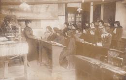 CPA-PHOTO Carte-Photo Maitresse D' Ecole Enseignante Classe De Filles Elèves Enseignement Non Située - Schools