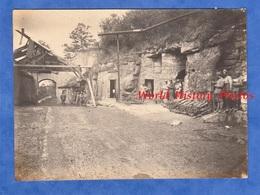 Photo Ancienne D'un Poilu - VIERZY (Aisne) - Rassemblement De Prise De Guerre - 1918 WW1 Guerre Soldat Mitrailleuse Arme - War, Military