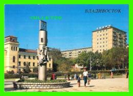 VLADIVOSTOK, RUSSIE - MUSICAL AND LIGHT CLOCK IN RUSSKAYA STREET IN 1989 - - Russie