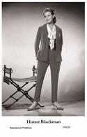 HONOR BLACKMAN - Film Star Pin Up PHOTO POSTCARD- Publisher Swiftsure 2000 (370/25) - Postales