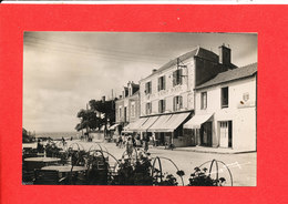 44 PREFAILLES Cpsm Hotel Saint Paul Et Place Du Marché 326Edit Lemosse * Format 14 Cm X 9 Cm - Préfailles