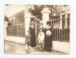 Photographie ,11  X 8 , Enfants , Femmes,, Homme , Chapeaux , Jouet ,bateau ,29 Septembre 1920 - Personnes Anonymes