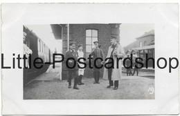 Foto AK Carvin Bahnhof Deutsche Soldaten Auf Dem Bahnsteig 1915 - Guerre 1914-18