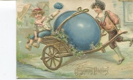 CPA - Gaufrée - Relief - Dorures. Enfants, Brouette Gros Oeuf - Joyeuses Pâques - 2 Scans - 1908 - Cachet - Pasqua