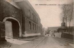 Cpa 59 VENDEGIES-sur-ECAILLON  Rue De Valenciennes , Animée, Au Premier Plan Ancienne Brasserie Bisiau , Dos Vierge - Andere Gemeenten