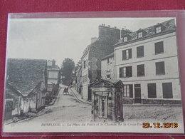 CPA - Honfleur - La Place Du Puits Et Le Chemin De La Croix-Rouge - Honfleur