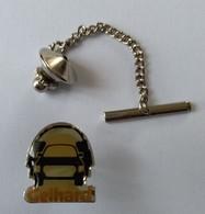 Pin's -  Automobile - Autoradio - GELHARD -  - - Badges
