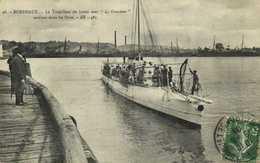 """BORDAUX  Le Torpilleur De Haute Mer """"le Grondeur """" Entrant Dans Les Docs RV - Bordeaux"""