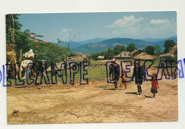Thaïlande. Ekoh. Enfants Dans Un Village Du Nord. Phornthip Phatana Ltd - Thaïlande