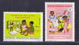 MADAGASCAR N°   593 & 594 ** MNH Neufs Sans Charnière, TB (D7947) Livres Pour Enfants - 1976 - Madagascar (1960-...)