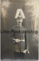 Foto AK Deutscher Soldat In Uniform Mit Pickelhaube Mit Puschel Fotostudio Berlin Moabit Ca. 1915 - Guerra 1914-18