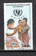 CONGO   N° 812  OBLITERE  COTE  0.50€  VACCINATION  UNICEF - Congo - Brazzaville