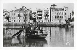 St Saint-Jean-de-Luz - Le Port Et La Maison De L'Infante - Le Jeanne Pascal, Bayonne - Carte Yvon N° 1366 Non Circulée - Saint Jean De Luz
