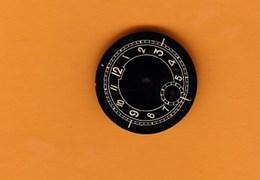 Petit Cadran De Montre Ancienne Métal (2 X 2 Cm) BE - Bijoux & Horlogerie
