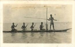 Samoa, Carte Photo De Pêcheurs Au Harpon à Bord D'une Pirogue, Beau Document - Samoa