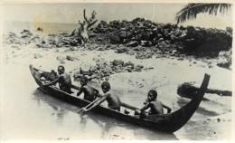 Papaousie Nouvelle-Guinée, Bougainville, Carte Photo De 4 Indigènes En Pirogue, Très Beau Document - Papouasie-Nouvelle-Guinée