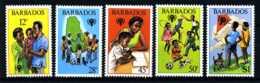 E11134)Jahr Des Kindes, Barbados 489/93** - Kind & Jugend