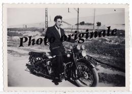 Motos Motocyclette Motorbike - Photo Originale - Moto HARLEY DAVIDSON H.D ? Avec Jeune Homme - Automobile
