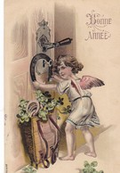 """CARTE FANTAISIE. CPA GAUFREE. """" BONNE ANNEE """" ANGE DISTRIBUTEUR DE BONHEUR. ANNEE 1907 - Anges"""