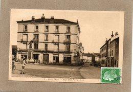 CPA - BRUYERES (88) - Aspect Du Monument Aux Morts Et De La Rue Abel-Ferry Dans Les Années 30 / 40 - Bruyeres