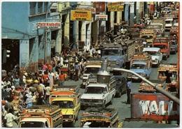 HAITI Port-au-Prince: Rush Hour Auto Lastwagen - Dominicaine (République)