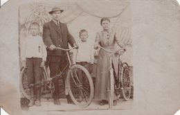 Real Photo - Old Postcard - Family With Bicycles - Vélo Famille Children - Written In Unknown Language - 2 Scans - To Identify