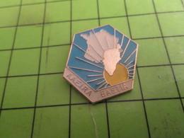 616c Pin's Pins /  Rare & De Belle Qualité : THEME ASSOCIATIONS / AAEIRA BASTIA CORSE - Verenigingen