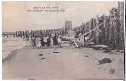 St-Malo Cpa   Sur La Grande Plage Animé - Saint Malo