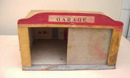 Garage En Bois Très Ancien - Jouets Anciens