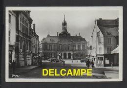 DD / 52 HAUTE MARNE / CHAUMONT / PLACE DE L' HÔTEL DE VILLE / ANIMÉE / 1947 - Chaumont