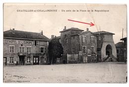 CHATILLON Sur CHALARONNE  Un Coin De La Place De La République - Châtillon-sur-Chalaronne
