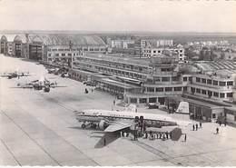 AEROPORT DE PARIS LE BOURGET - Super DC 6 De L'UAT ...  Jolie CPSM Dentelée Noir Blanc GF Airport Aérodrome Flughafen - Aerodromes