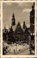 Cp Wrocław Breslau Schlesien, Blick Auf Das Rathaus, Straßenpartie, Passanten - Schlesien