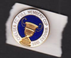 CHELSEA - 1986 - FUL MEMBERS CUP WINNERS  1 INCH DIAMETER  BADGE  - SUPERB CONDITION - Football