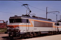 Photo Diapo Diapositive Slide Train Wagon Locomotive Electrique SNCF BB 22274 à VSG Le 18/06/1993 VOIR ZOOM - Diapositives