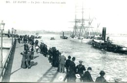 N°68338 -cpa Le Havre -entrée D'un Trois Mats- Remorqueur- - Remorqueurs