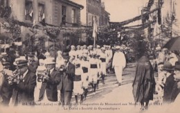 BELMONT       GRANDER RUE. INAUGURATION DU MONUMENT AUX MORTS.  LE DEFILE  SOCIETE DE GYMNASTIQUE - Belmont De La Loire