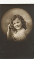 Tres Jolie Petite Fille Dans Une Bulle Real Photo - Portraits