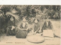 Silk Seller In Haiphong Vietnam . Marchandes De Soie - Händler