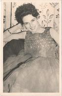 PHOTO - Jeune Fille Prenant La Pose - Photos